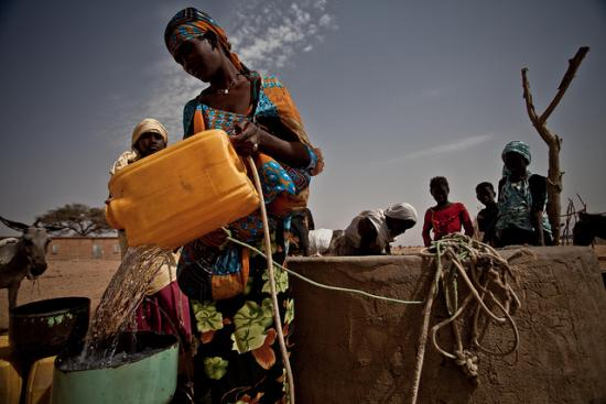 Refilling water bucket from a well in Mauritania - OXFAM